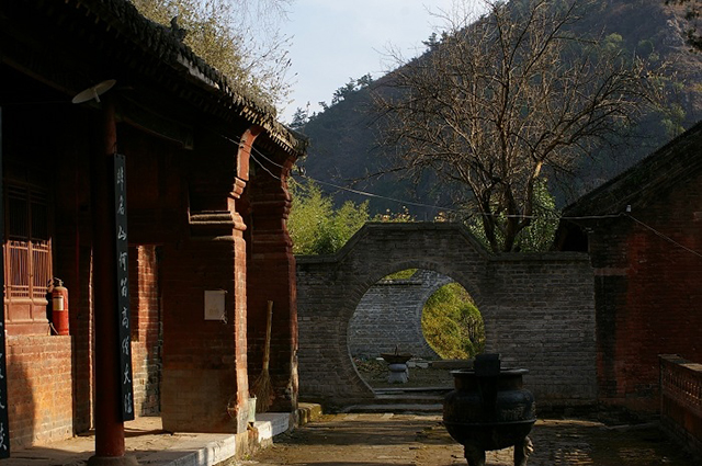 首页 旅游频道 风景名胜 正文  丹霞寺位于河南省南阳市南召县东北部